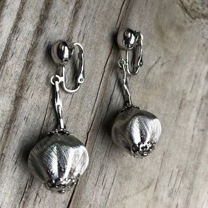 Vintage  Sarah Coventry Silver Tone Drop Earrings